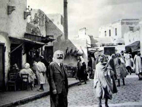 صورة لكارل ماركس بمدينة بسكرة